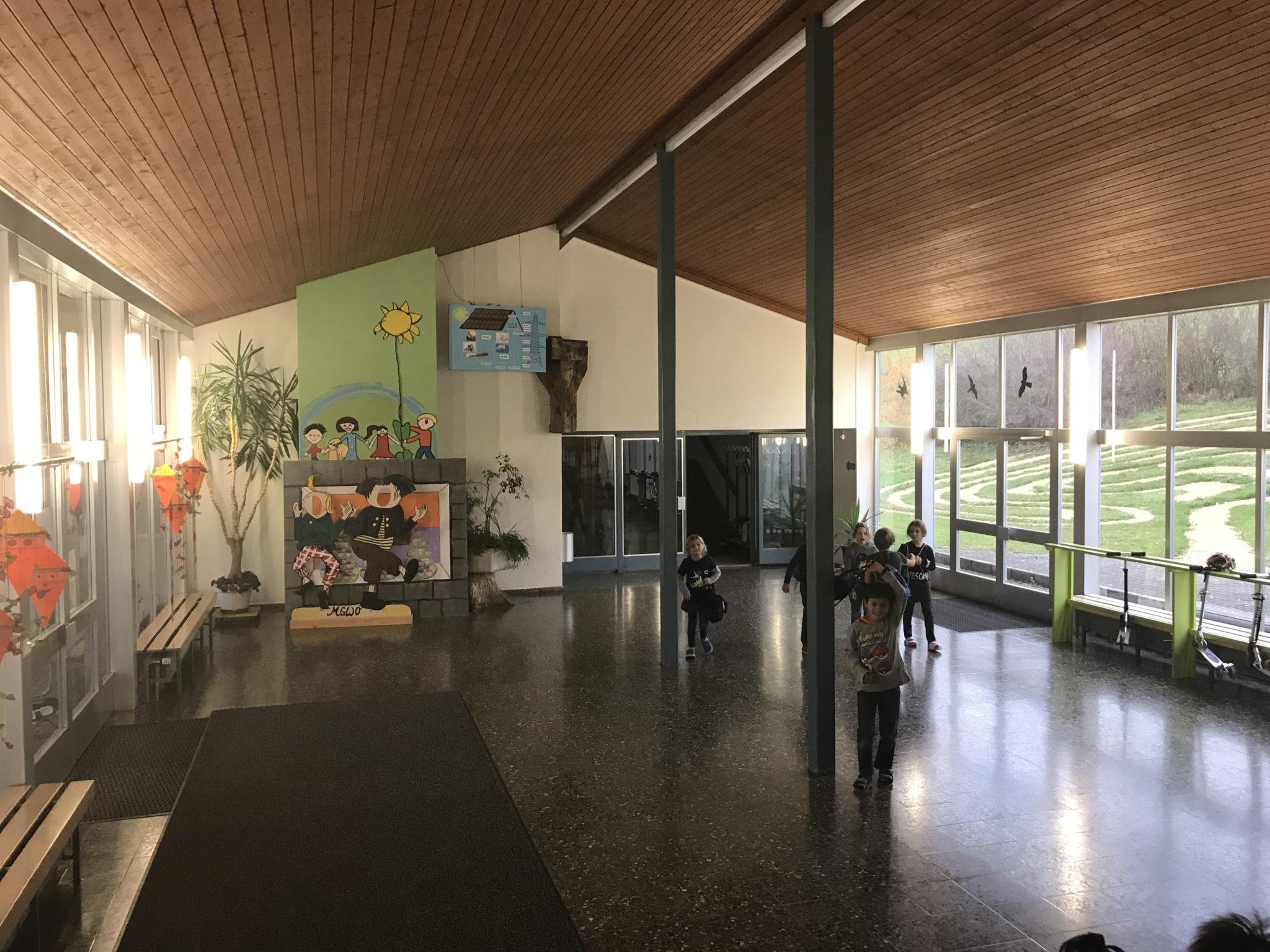 Eingangshalle der Schule Wölflinswil